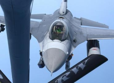 Flying with the 100th ARW Refueling Aviano F-16s